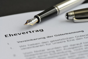Der Ehevertrag © Adobe Stock / nmann77
